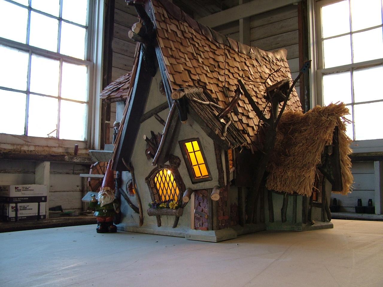 Gnome Crookedbirdhouse